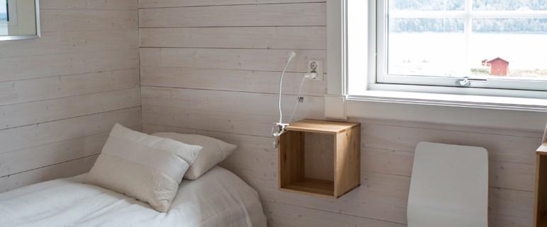 Gården har 9 sovrum i olika fattningar, det finns enkelrum, dubbelrum samt rum med dubbelsäng att   tillgå.